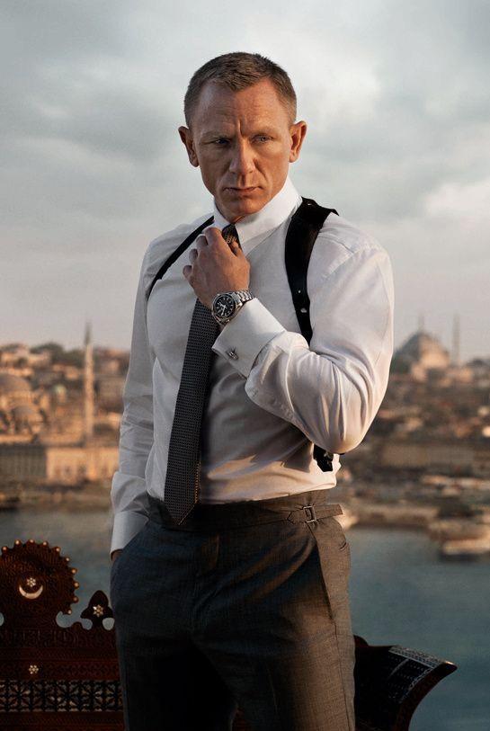 Daniel Craig portant une montre Seamaster Planet Ocean 600M de la marque Omega dans Skyfall #style #menstyle #watch #montre #seamasterplanetocean600m #omega #danielcraig #icons #fashion #jamesbond #skyfall #mode #look #chic