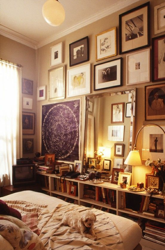 small space, big style: Decor, Frames, Interiors, Gallery Walls, Art, Gallerywall, Small Spaces, Bedrooms Wall, Cozy Bedrooms
