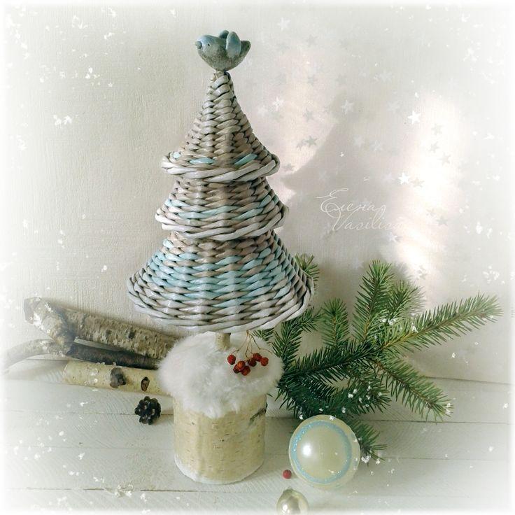 Christmas tree. Weaving of paper.