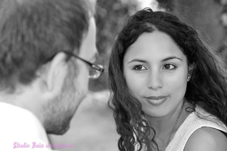 Séance de photo en couple, idéale avec l'arrivée des beaux jours, pour le plaisir, #fiançailles #demande en #mariage shooting à partir de 59 € à découvrir sur http://www.bain-de-lumiere.com/reportage-photo.html  #photographe #puteaux #paris #suresnes #photos en #couple #amour #romantisme #portraits