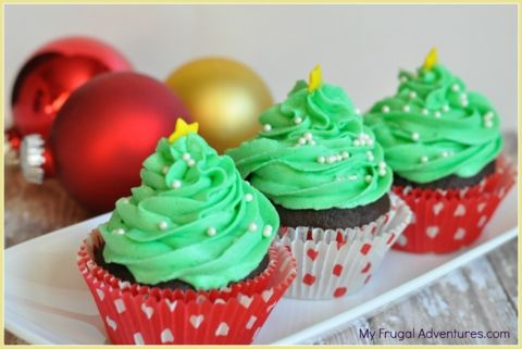 Christmas Tree Cupcakes- so easy and perfect for holiday parties!