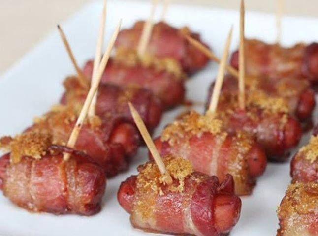 20 salsichas  - 20 tiras de bacon Sadia  - 20 tiras de queijo  - Farinha e ovo para empanar  - Palito de dente