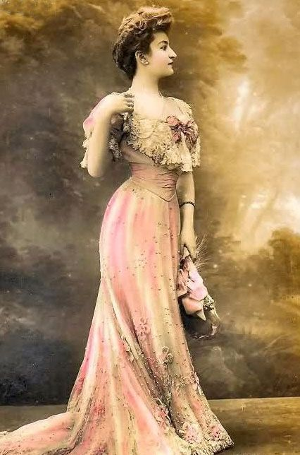 The long dress with elegant lines from 1890s fashion had ...