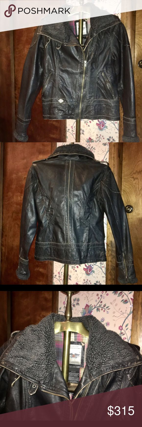 Gorgeous Harley Davidson leather jacket! 😄😍 Gorgeous NWOT leather Harley Davidson jacket!  Lined with plaid flannel, flattering fit, fleece around neck...zips up high to really protect from wind!  Cool 😎 angled zipper, zip up wrists...never worn! Received as 🎁...just not my style 😫women's small.  Metal Harley Davidson logo on front left bottom of coat 😍 Harley-Davidson Jackets & Coats