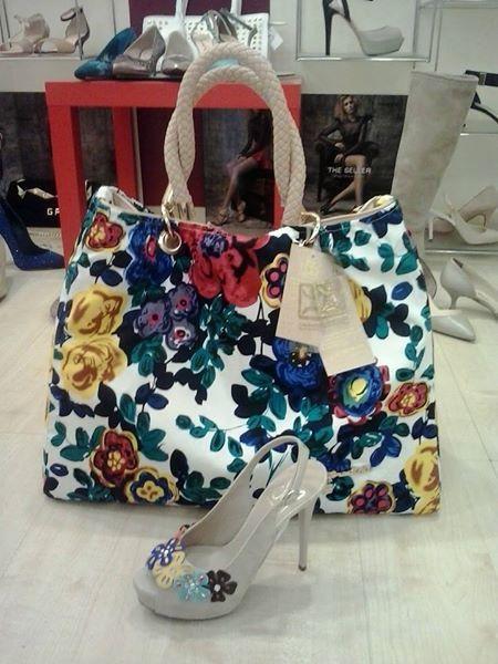 Flowers ... Bag  Shoe — con Roberta Tacchiaspillorimini Leonardi.