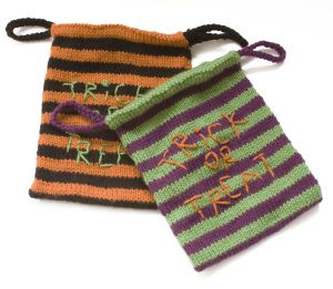 spooktacular candy bags free knit pattern from lionbrand - Free Halloween Knitting Patterns