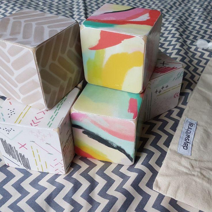 Set of 6 large blocks in a drawstring bag