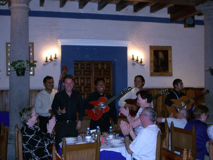 repas en musique à l'hôtel Colonial à Puebla.