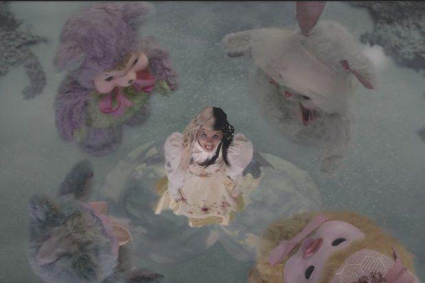 Resultado de imagem para melanie martinez mad hatter music video