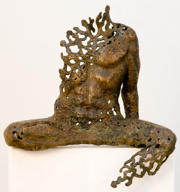 Sukhi Barber.Presence.Bronze, 67 x 63 x 38cm (26 x 25 x 15 in).(edition 1 of 6).