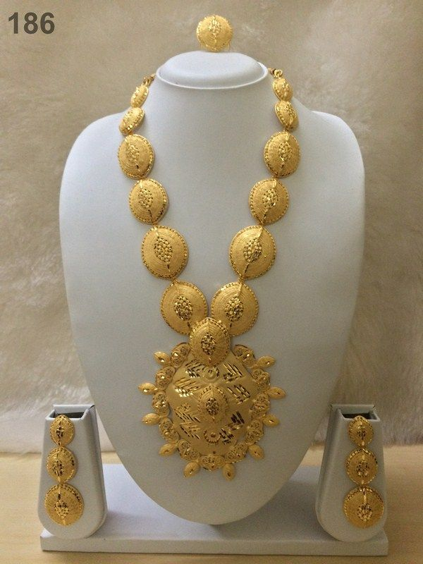 Example of more metal and jewelry that can be used in referencing the costumes of the Sultan's wealth.