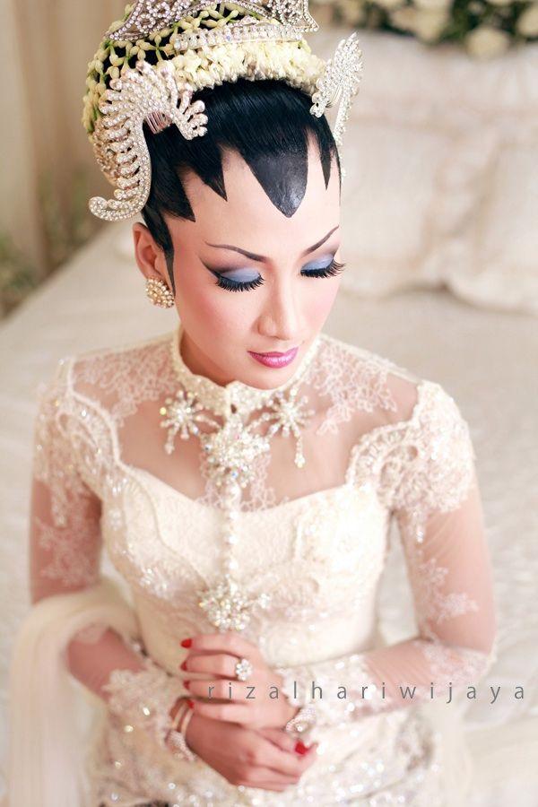 Beauty make up layla on wedding ceremony #kebaya #java #dodotan