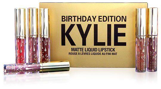 НАБОР МАТОВОЙ ЖИДКОЙ ПОМАДЫ С ЭФФЕКТОМ БОТОКСА KYLIE BIRTHDAY EDITION http://kylie.megaoffers.ru/?c=2529 Набор матовых жидких губных помад Kylie Birthday Edition – это яркий пример тщательного подхода к качеству, стилю и комфорту. Набор состоит из 6-ти наиболее популярных оттенков. Матовые помады не сушат губы, отличаются особой стойкостью, делают губы нежными и бархатными. http://kylie.megaoffers.ru/?c=2529 6 ОТТЕНКОВ ПОД КАЖДЫЕ ГУБКИ! РАСКРОЙ СЕКРЕТ СОБЛАЗНИТЕЛЬНЫХ ГУБ…