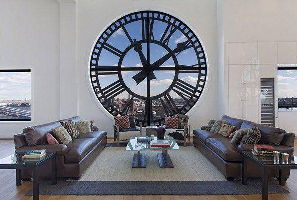 A vista deixa qualquer um de queixo caído: a majestosa ponte de Brooklyn, Manhattan se estendendo à nossa frente e as águas do porto de Nova Iorque dão charme a uma casa que nem precisava de tanto pra ser incrível. A Clock Tower Building é uma torre de relógio de 340 metros quadrados, transformada em uma cobertura, onde as janelas são mostradores de 4,5 metros de altura.Além de ter uma vista de 360 graus sobre a cidade, ela ainda tem um elevador de vidro com vista panorâmica. Situado no 16º…