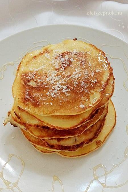Ideális reggeli, gyorsan kikeverhető. Nem tartalmaz búzalisztet, hozzáadott cukrot. Hozzávalók kb. 12kisebbpalacsintához 2 egész tojás 50 gkókuszreszelék 4ekrizsliszt kb. 2 dltej (növényi vagylaktózmentes tejjel is elkészíthető) csipetnyi só méz Elkészítés A tojásokat verjük fel, adjuk hozzá a mézet, a sót, majd keverjük hozzá apránként a kókuszreszeléket és a rizslisztet. Adjuk hozzá a tejet. A hagyományos palacsintatésztánál sűrűbb, joghurt sűrűségű masszát kapunk. Palacsintasütőben…