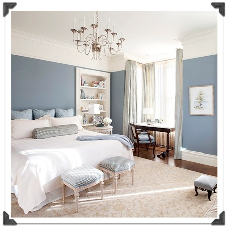 Beautiful greyish blue walls in a bedroom. Lovely! /ES