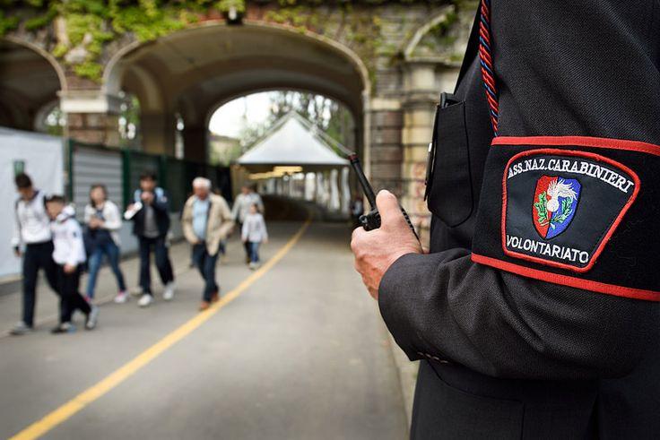 Volontari lungo il tragitto per il Duomo - Associazione Nazionale Carabinieri (A.N.C.) - 2015 Holy Shroud Exhibition - © Emanuele Fusco Photography
