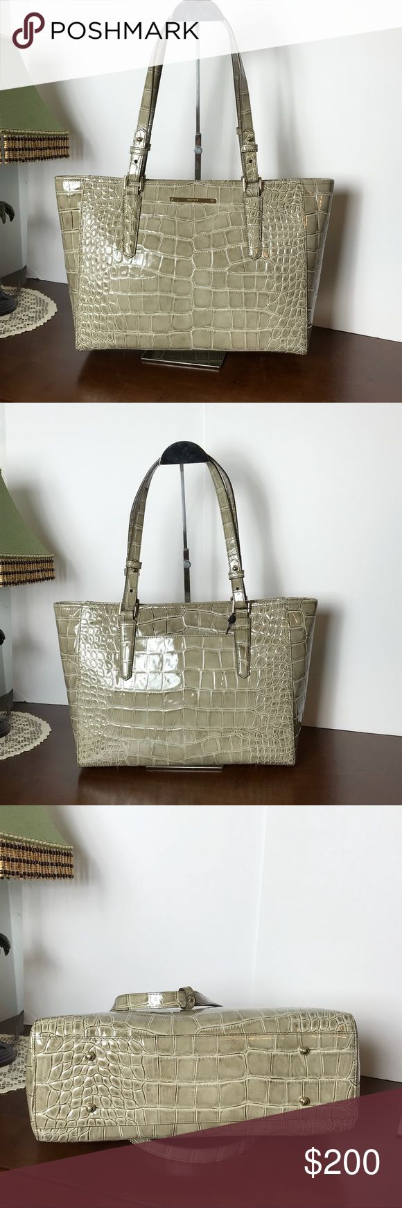 ⚜️⚜️BRAHMIN MEDIUM ARNO IN BEIGE PORTSMOUTH⚜️⚜️ Beautiful Brahmin medium Arno in the color Beige Portsmouth. It is a medium size bag that will hold all your essentials and then some. The color is a neutral color and will compliment any ensemble. It comes with tags and dust bag. Brahmin Bags Shoulder Bags