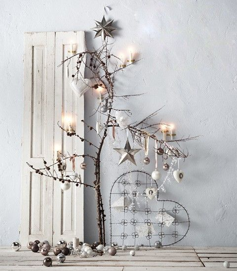 Love this white x-mas vignette!