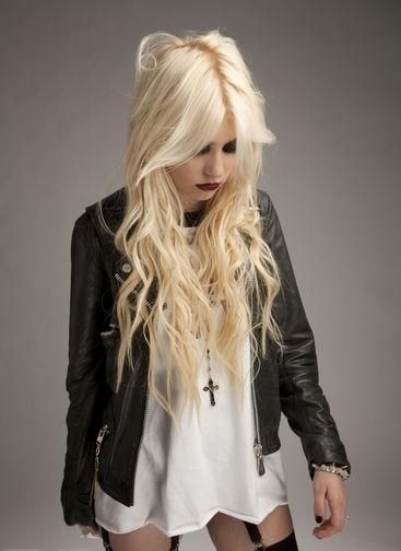 taylor momsen looking gorgeous as always!