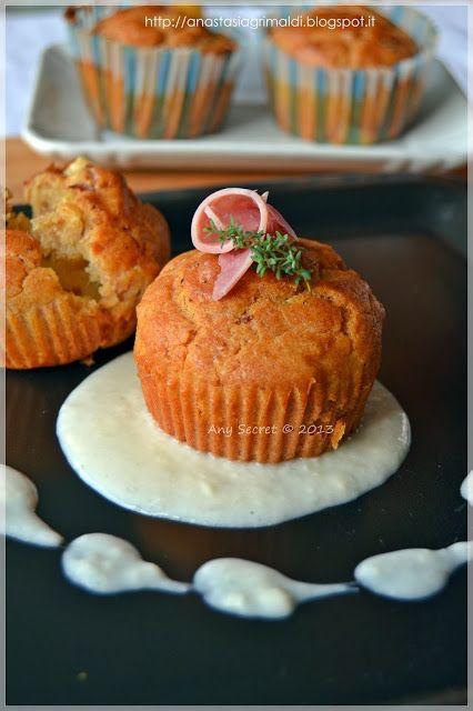 Muffin al prosciutto su crema di taleggio alla carota