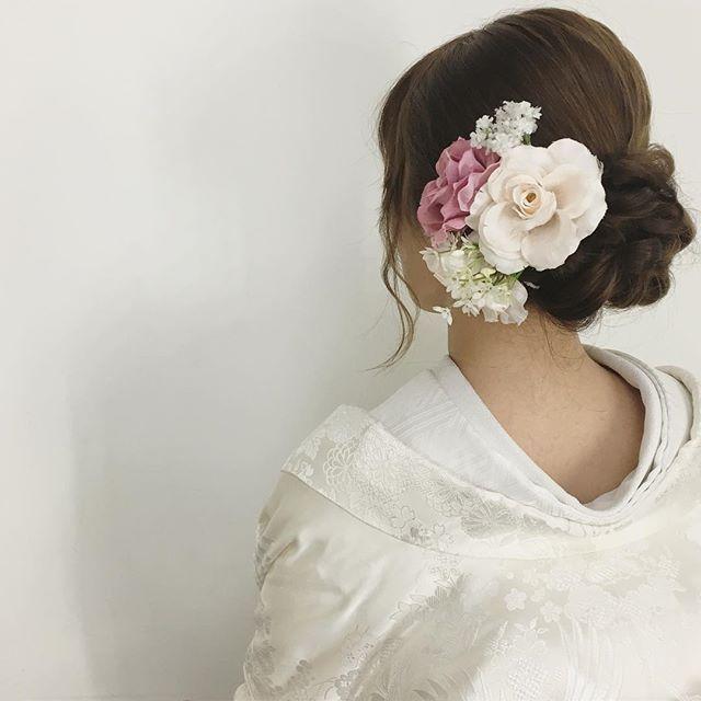 • • • hair arrange • 洋花をつけても 素敵です • #プレ花嫁 #ヘアメイク  #和髪 #wedding  #hairarrange #ヘアアレンジ #ヘッドアクセ#サロモ #신부#和装ヘア #ウェディングフォト  #hairstyle #ヘアスタイル #着物#和装#色打掛 #ウェディングニュース #アップスタイル #日本中のプレ花嫁さんと繋がりたい #ヘッドアクセ #綺麗 #ネイル#花嫁#新娘 #おしゃれ #サロンモデル#着付け  #結婚#2016秋婚 #結婚式準備#2016冬婚