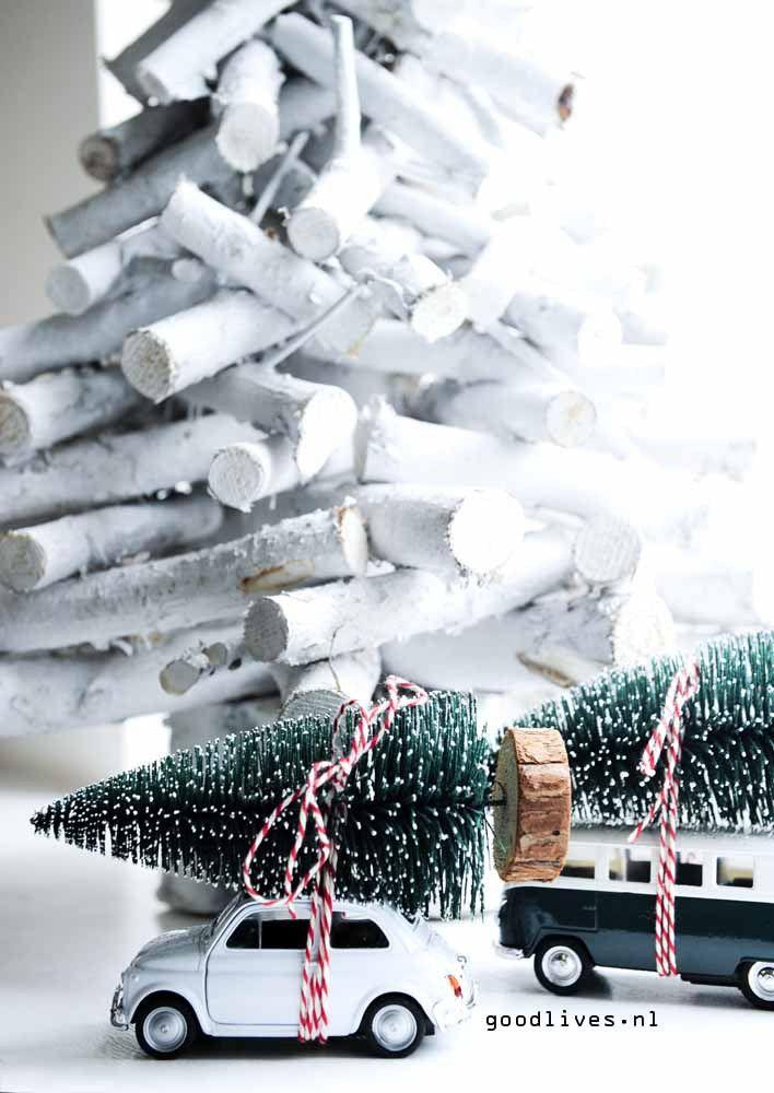 Auto met kerstboom op het dak #christmas #kerst