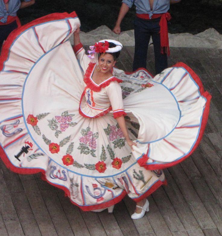 Beautiful Sinaloa Folklorico Dancer
