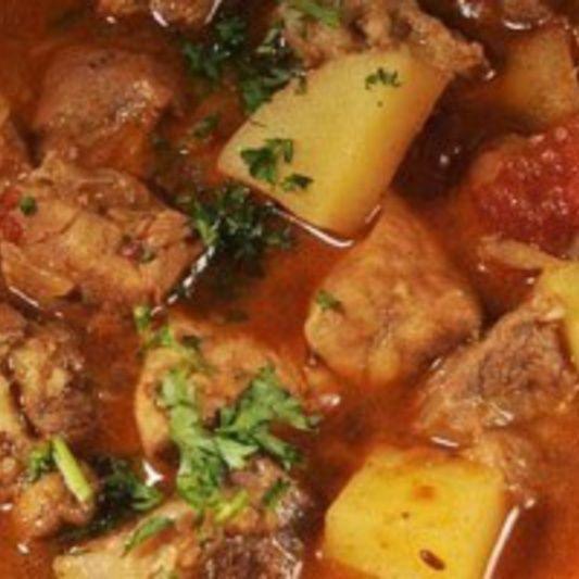 Gulas unguresc cu carne de porc