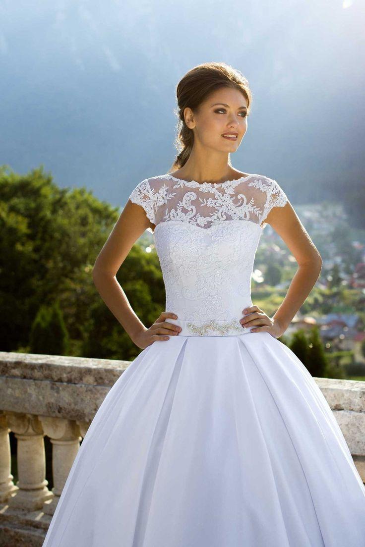 Nádherné svadobné šaty so širokou sukňou a čipkovaným vrškom