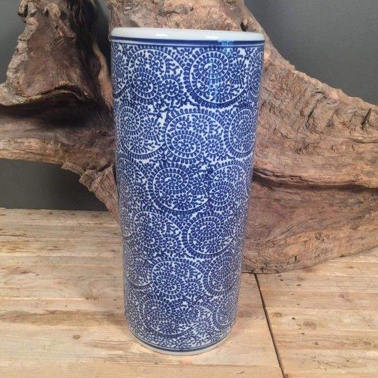 Κεραμικό βάζο σε λευκό χρώμα με μπλε σχέδιο για να διακοσμήσετε το σπίτι σας.Το NEDAshop.gr υποστηρίζεται από το κατάστημα μας όπου μπορείτε να δείτε όλα τα αντικείμενα από κοντά.http://nedashop.gr/Spiti-Diakosmhsh/diakoosmhtika-vaza-kaspo/keramiko-vazo-mple-leyko