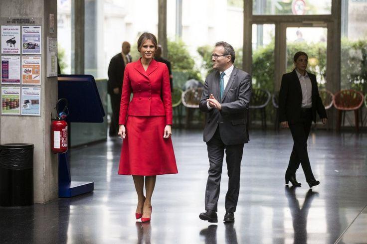 Φιλιά, αγκαλιές και χειραψίες - Ο Μακρόν και η Τρονιέ υποδέχονται τον Τραμπ και την Μελάνια   LiFO