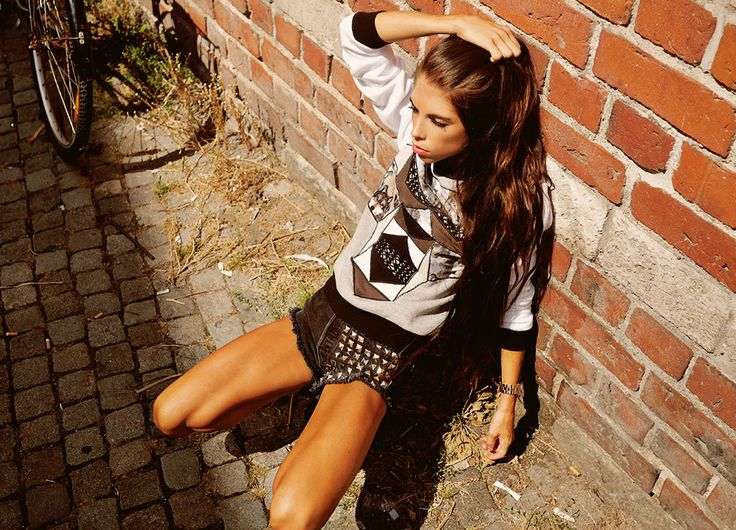 Carolina Roxy wearing Wolf Sweater from JULJA