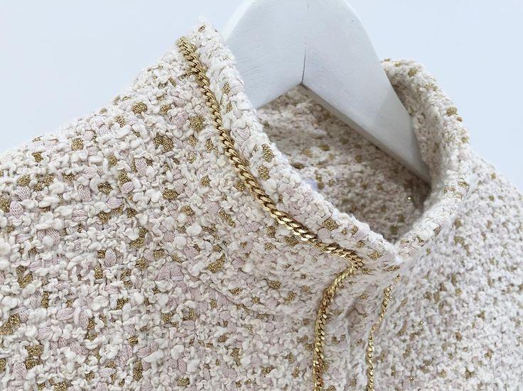 Детали: эксклюзивный английский твид (от фабрики, производящей ткани для Chanel). Подклад шелк. Отделка тонкой золотой цепью (металлический сплав, итальянская фурнитура). Великолепный результат, тонкая ручная работа. /Для заказа: +79217761216/Ateliernumber1@gmail.com/  #ателье #ательемск #ательеспб #пошив #пошивплатья #портной #платье #швея #юбка #ткани #шелк #atelier  #fashion #style #trendy #dress #couture #hautecouture #tailor #sewing #назаказ #пальто  #кашемир #шерсть #wool #cashmere…