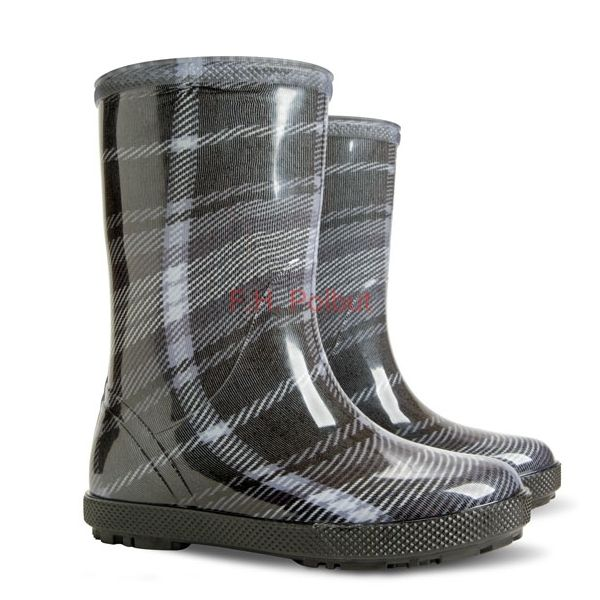 #PVC #wellies with #super #patterns to choose, #black with #gray lines. #Great to #walking in #cold and #rainy weather. Other #colors for #kids available on #Ebay.