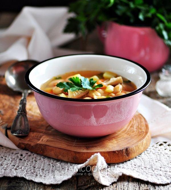 Фото супа из консервированной фасоли в томатном соусе