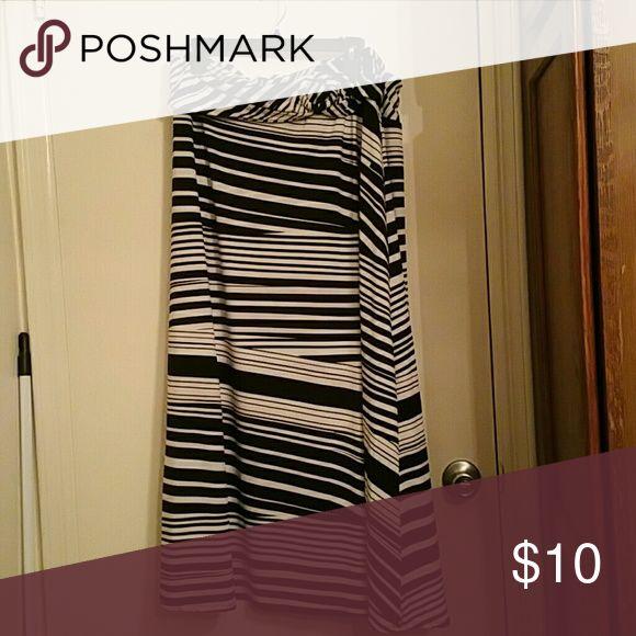 Black and white maxi skirt Black and white maxi skirt Skirts Maxi