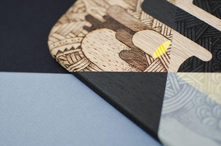 Planche saucisson r alis e l 39 acrylique posca et pyrogravure pour l 39 exposition collective - Planche a decouper saucisson ...