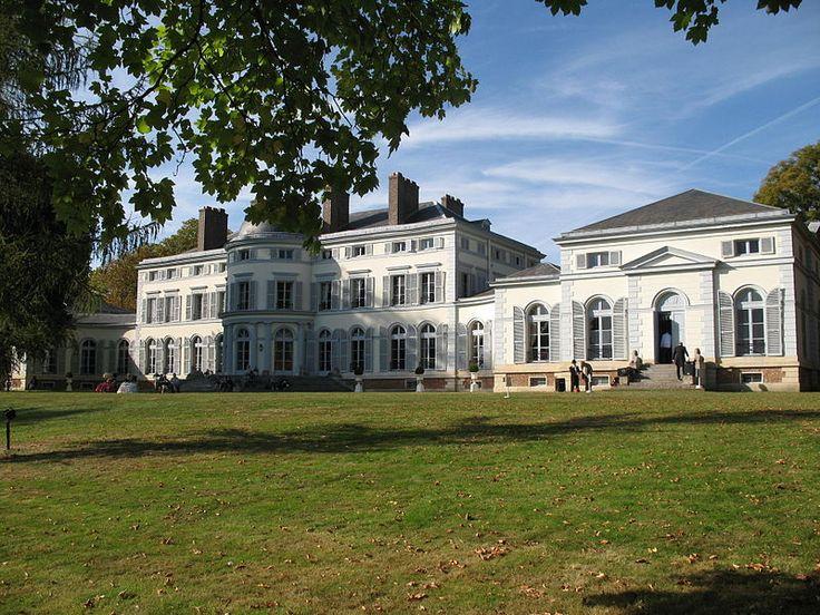 Le façade sud du Château Peychotte, qui appelée également Maison - maison avec tour carree