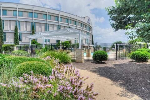 | Hilton Austin Airport Hotel  |  weekend stay + airport parking