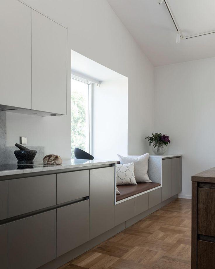 Kitchen Design Window Integrated In Design Modern Kitchen Wooden Floors Kuche Holzboden Kuchendesign Moderne Kuche