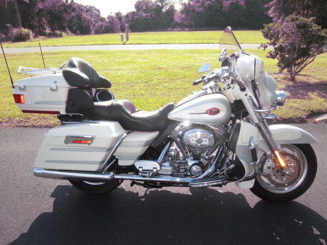 Harley-Davidson : Touring 2008 Harley-Davidson Electra Glide Ultra Classic CVO FLHTCUSE3