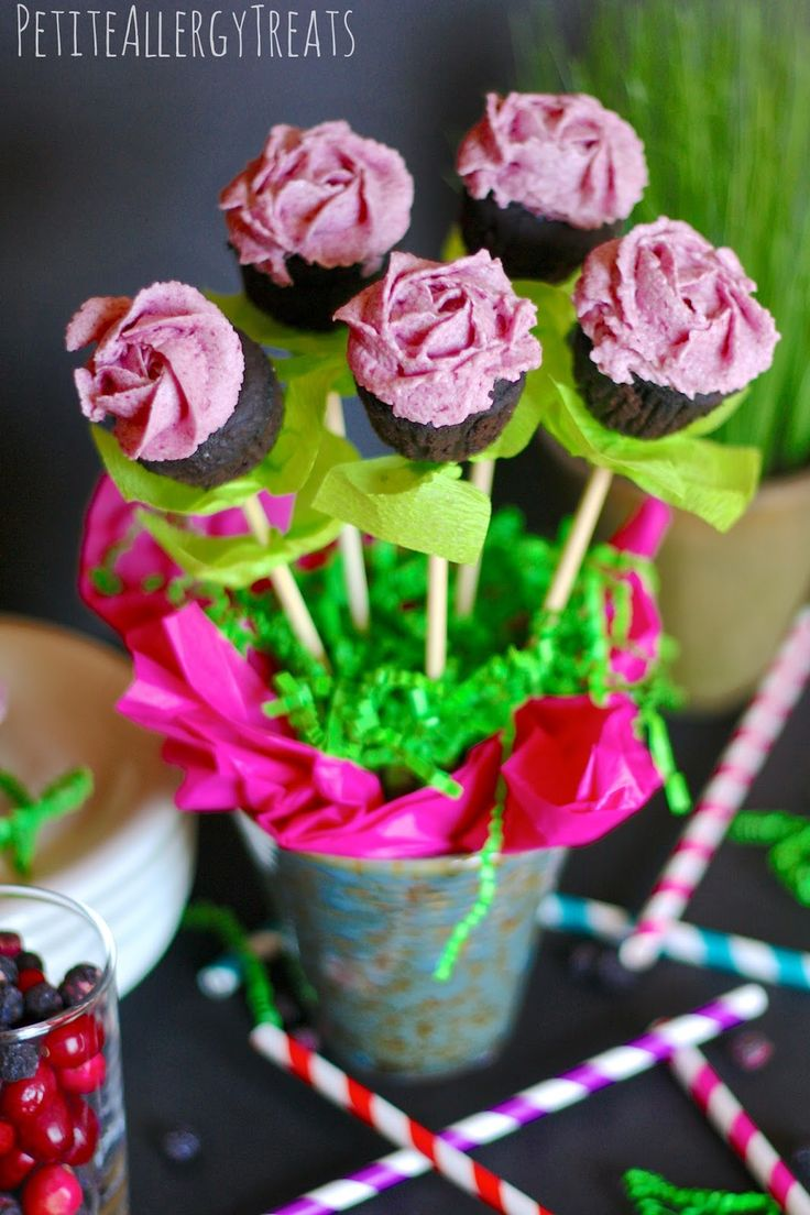 Guest Post: Gluten Free Mini Cupcake Bouquet with Blueberry Frosting! - Fearless Dining