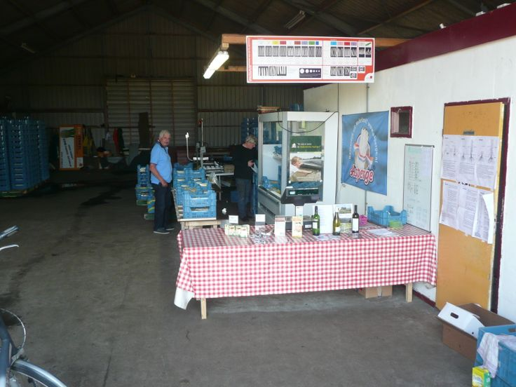 Asperge verkoop op de boerderij aan de Noordersloot bij Weiteveen.