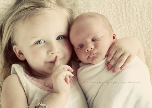 precious: Sibling Pics, Photos Ideas, Sisters Pics, Sibling Photos, Newborns Photos, Sibling Photography, Sibling Pictures, Big Sisters, New Baby