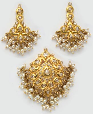 Latest Indian Gold and Diamond Jewellery Designs: Uncut Diamond Pendant and Ear rings with pearl Drops