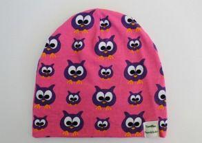 Mössa ugglor rosa   Camillas Barnkläder. Populär mössmodell i ekologiskt Jerseytyg (GOTS). Foder i jersey eller bomullsfleece (GOTS). 120 kr. Finns i storlek 44-58.