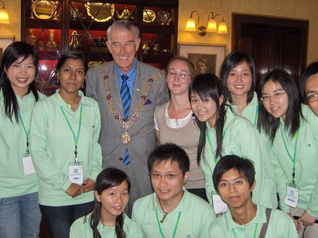 2007 - students on the EIL Hong Kong Exchange programme meet with the Lord Mayor of Cork. #50EILIRL