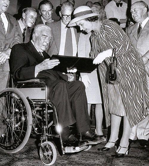 Queen Elizabeth presents Sir Robert Menzies with the Order of Australia