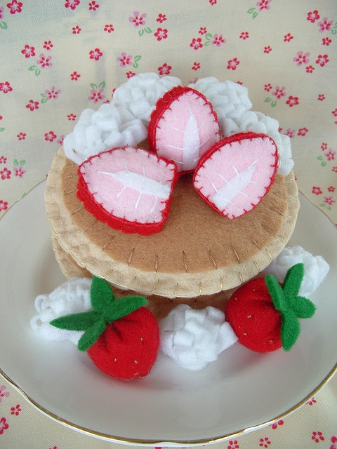I need to make some felt food for a little kid. I love making felt food.